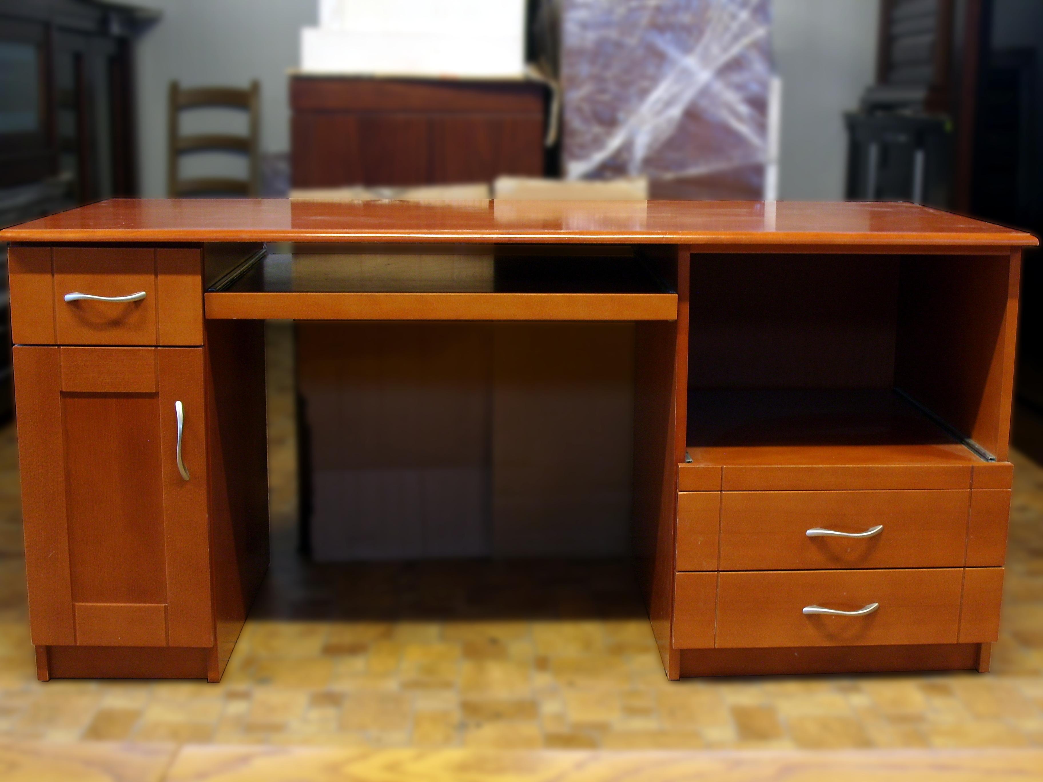 biurka wyprzedaże